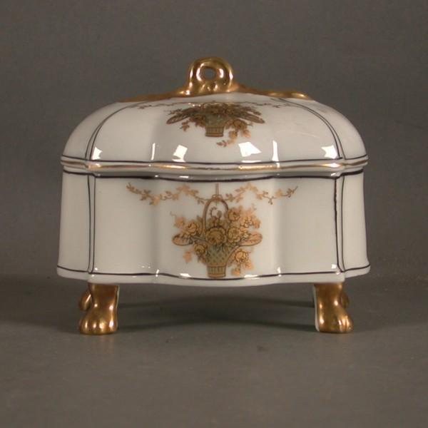 Porcelain box. Historicism...