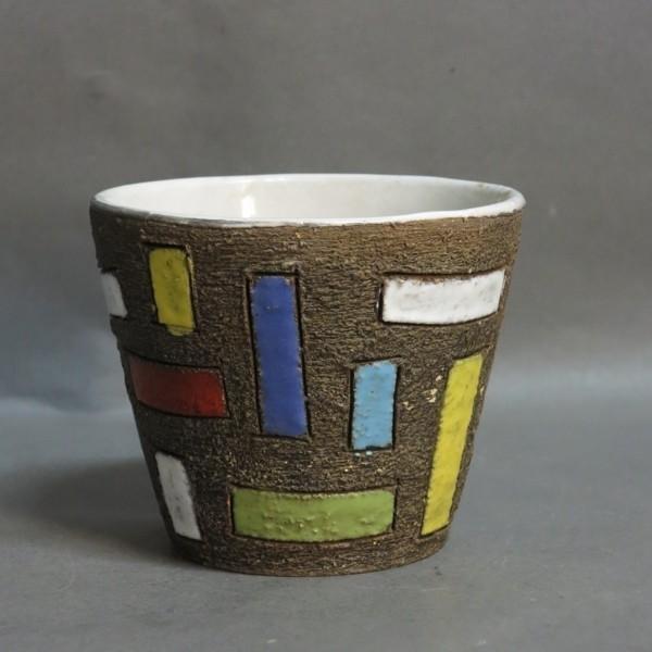 Design ceramic flower pot....