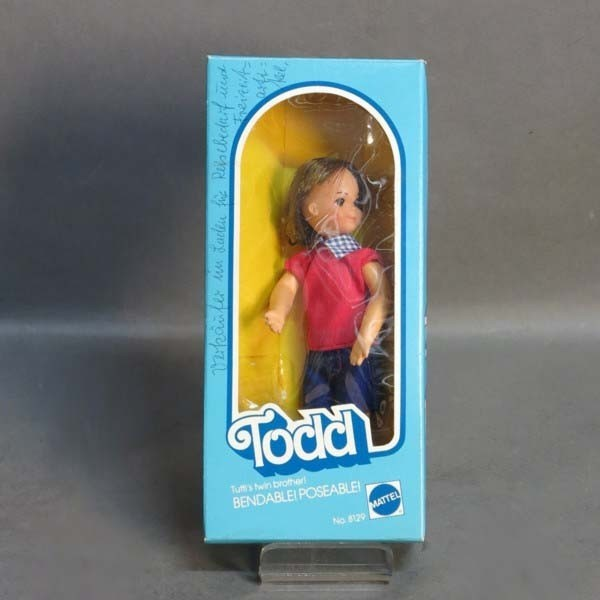 Barbie Todd en su caja...