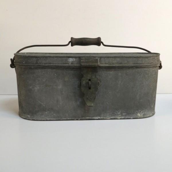 Caja de pesca de metal....