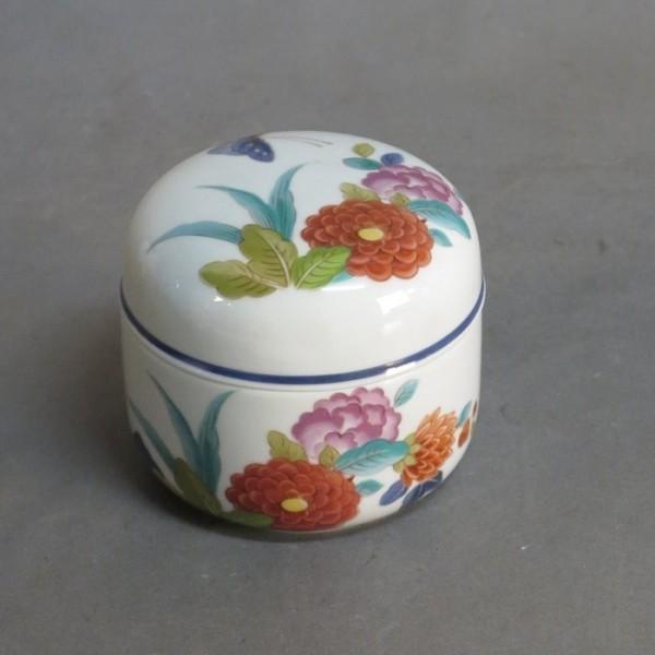 Porcelain box, Lai Wah,...