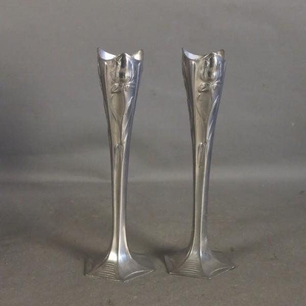 Dos candelabros Art Nouveau...