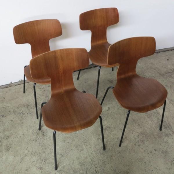 Cuatro sillas Hammer Chairs...