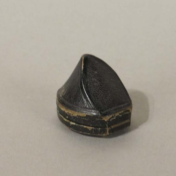 Caja de anillo antiguo....