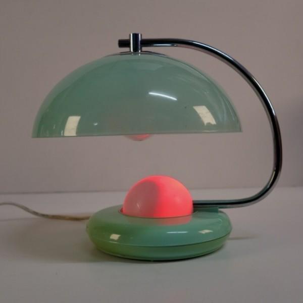 Lámpara de mesa de plástico...