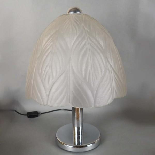 Lámpara de mesa cromada con...
