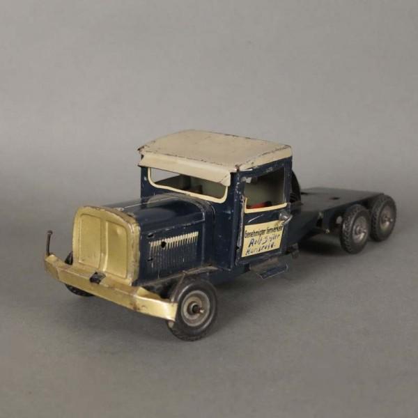 Antiguo camion de hojalata...